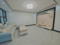 在南门学校旁南门本校框架楼梯房,使用面积135平精装修4房